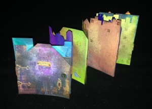 Accordion book with metal hinges